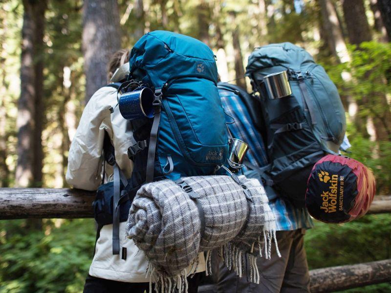 backpackers-1